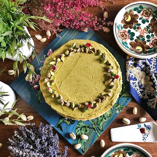 Delikatny sernik z pistacjami
