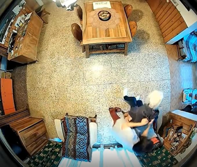 Bariloche: una cuidadora golpeaba a una mujer de 100 años y sus ataques quedaron grabados en video
