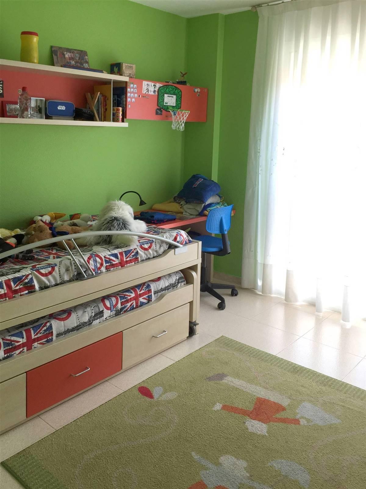 Dormitorio juvenil antes de la reforma