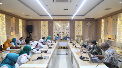 Guru Honorer Adukan Nasib ke DPRD Jabar