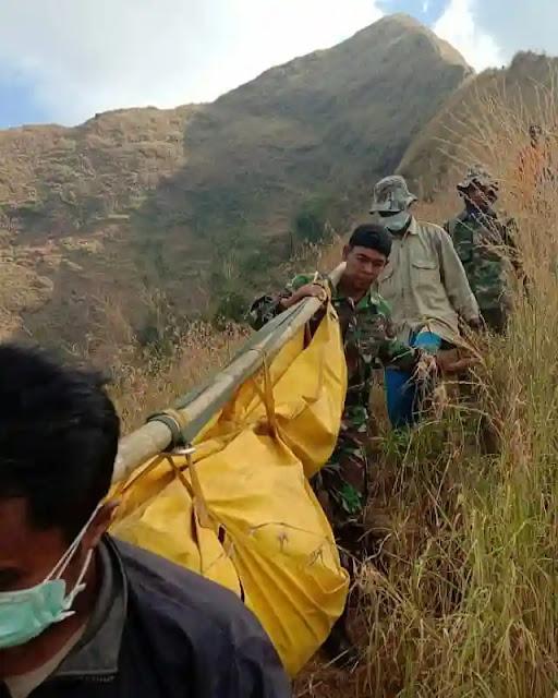Evakuasi pendaki meninggal di gunung - Foto Instagram pendaki_siantar