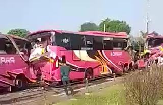 BREAKINGNEWS! Tiga Bus Peziarah Alami Kecelakaan Beruntun di Tol Tangerang-Merak