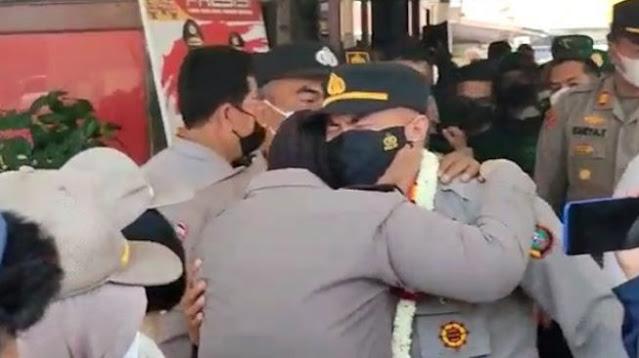 Tangis AKP Janpiter Pecah Saat Tinggalkan Polsek Percut Sei Tuan, Pesan Terakhirnya...