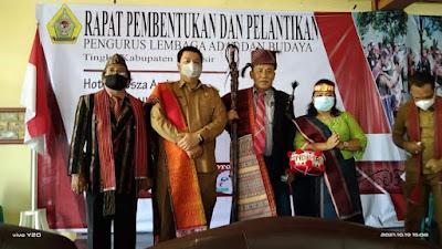 Vandiko Gultom Resmi Lantik Lembaga Adat dan Budaya Kabupaten Samosir