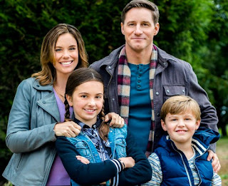 Sam Jaeger & his co-actor picture with kids