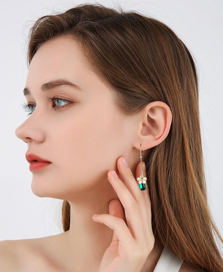 夏日風情綠鋯石流蘇耳環