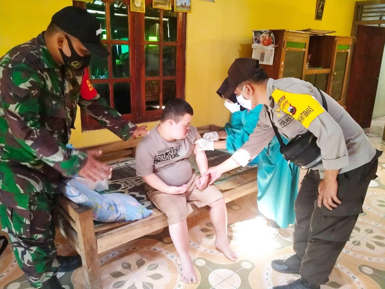 Layanan Vaksinasi Jemput Bola untuk Penyandang Disabilitas di Padureso
