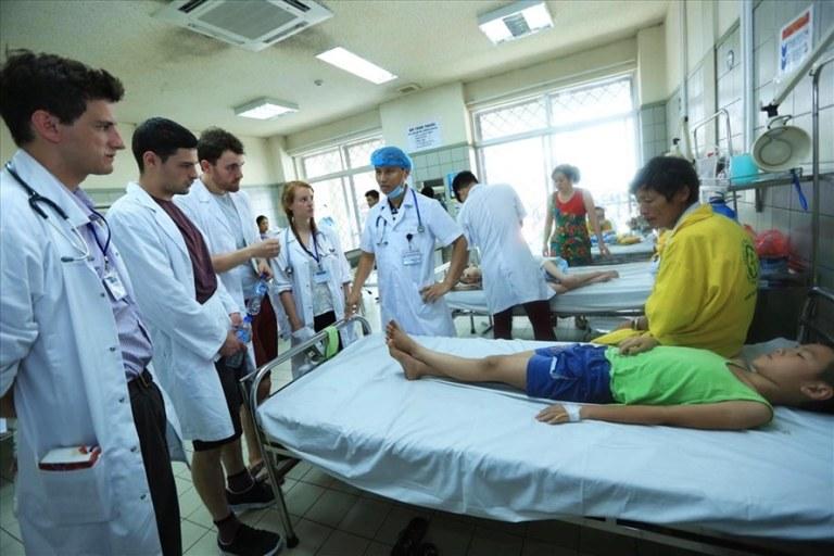 Y bác sĩ tại bệnh viện Bạch Mai