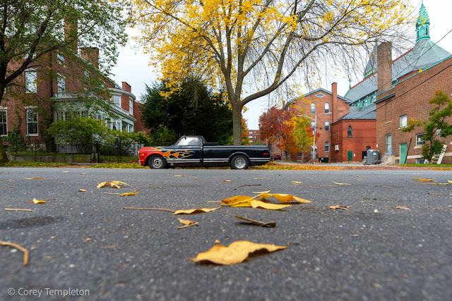 Portland, Maine October 2021 photo by Corey Templeton. The falling leaves on Danforth Street.
