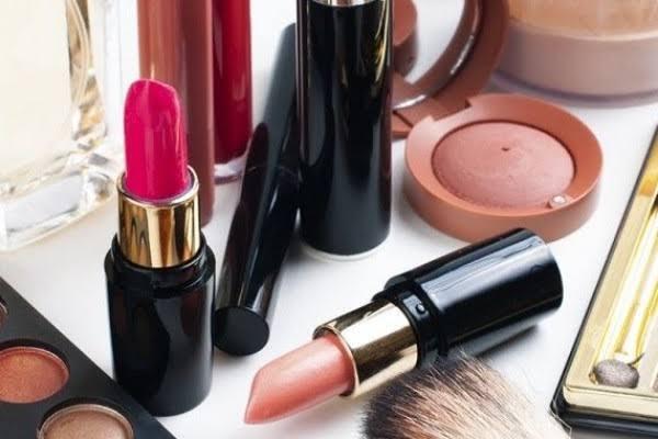 Rekomendasi Lipstik Untuk Bibir Kering