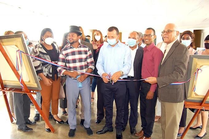 La alcaldía de Cambita Garabitos  y la Alianza Cultural inauguran  Primera Exposición de Pintores