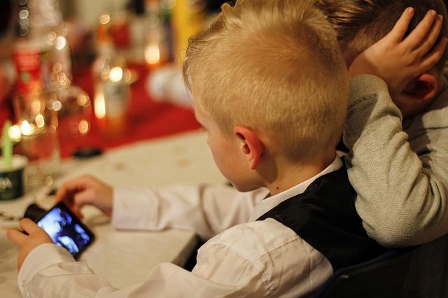 دراسة,تشرح,كيف,تؤثر,الأجهزة,الإلكترونية,على,نوم,ونمو,الأطفال