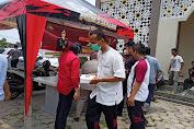 Warung Jum'at Barokah, Polres Serang Bagikan Nasi Kotak kepada Masyarakat di Lingkungan Polres Serang