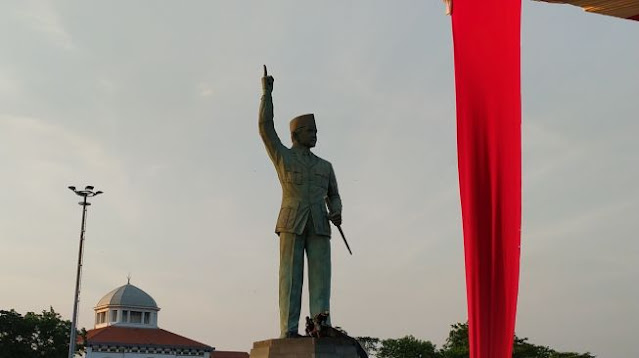Patung Bung Karno Terbesar Ada di Semarang, Pemahat Ngaku 3 Kali 'Ditemui' Sosoknya