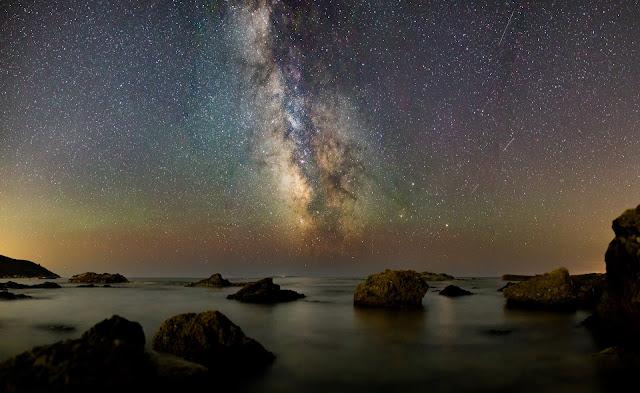 Stars over the sea - Photo by Luca Baggio on Unsplash
