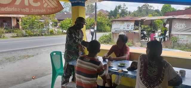 Edukasi Covid-19, Personel Jajaran Kodim 0207/Simalungun Berikan Himbauan Pada Masyarakat Binaan