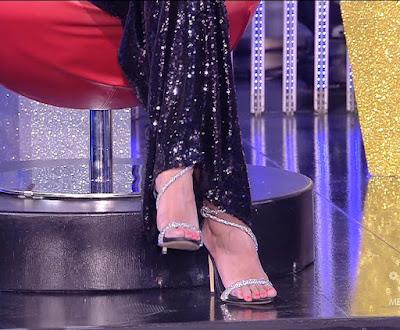 Adriana Volpe foto scarpe tacchi alti piedi Grande Fratello Vip 8 ottobre