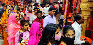 चौकियां व मैहर देवी मंदिर में दर्शन के लिए लगी भक्तों की भीड़ | #NayaSaberaNetwork