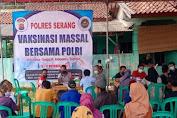 Polres Serang Laksanakan Giat Vaksin di Majlis Al-Barokah Desa Julang-Cikande sebanyak 2000 Dosis