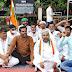 प्रियंका गांधी की गिरफ्तारी पर भड़के कांग्रेसी, कलेक्ट्रेट पर किया प्रदर्शन