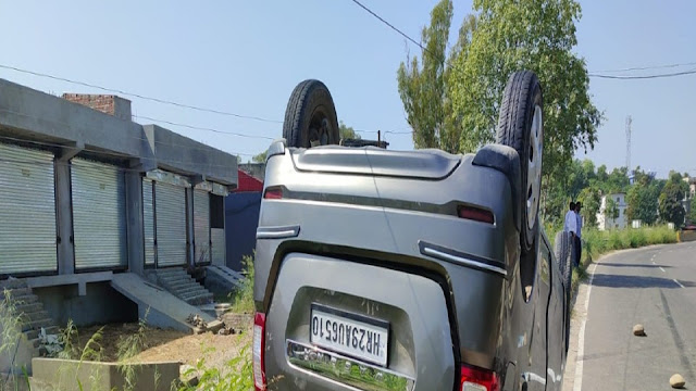 हिमाचल: माथा टेकने के बाद दिल्ली वापस जा रहे श्रद्धालुओं की कार अम्ब-ऊना हाईवे पलटी, 6 सवार हुए घायल