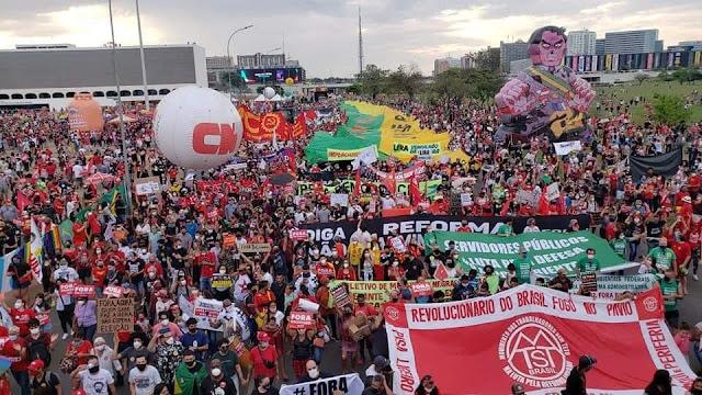 Manifestação do fora bolsonaro em Brasília-DF.