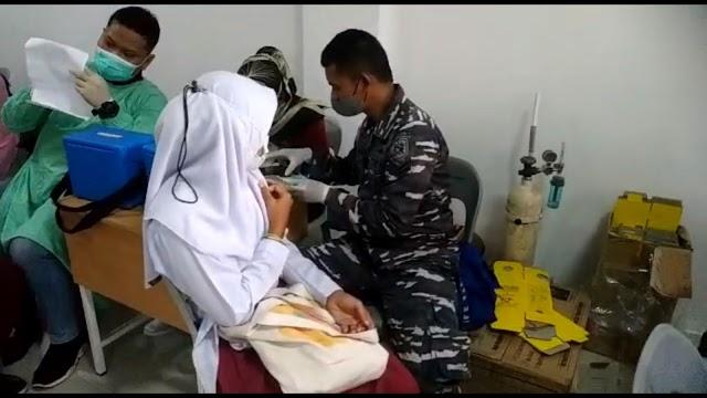 Tim Vaksinasi Maritim Lanal Batam Serbu Pelajar Smp Negeri 41 Batam