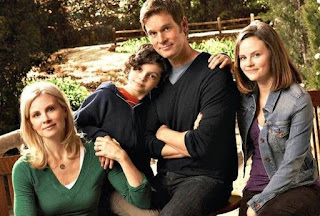 Amber Jaeger & Sam Jaeger picture with children