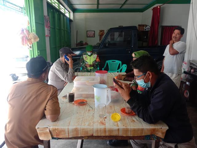 Aksi Personel Jajaran Kodim 0207/Simalungun Laksanakan Berikan Himbauan Patuhi Protkes Dengan Memakai Masker