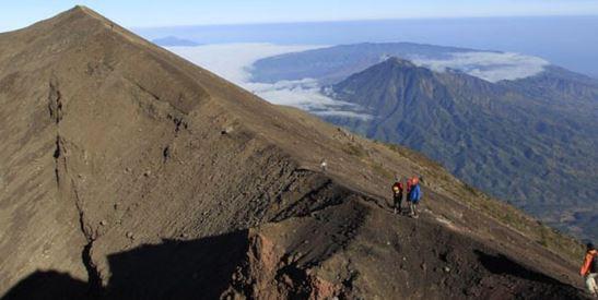Jalur Pendakian Gunung Agung Via Pura Besakih