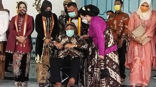 Peringati Hari Batik Nasional, Keraton Surakarta Pamerkan Batik Karya Permaisuri Sinuhun PB XIII