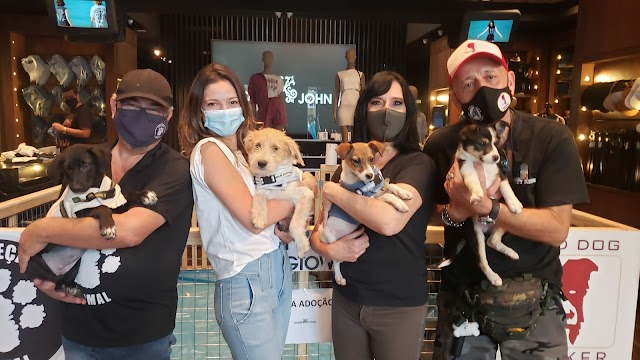 Ana Bittar do Portal Pet News prestigia o evento de lançamento da coleção Dogtown da John John