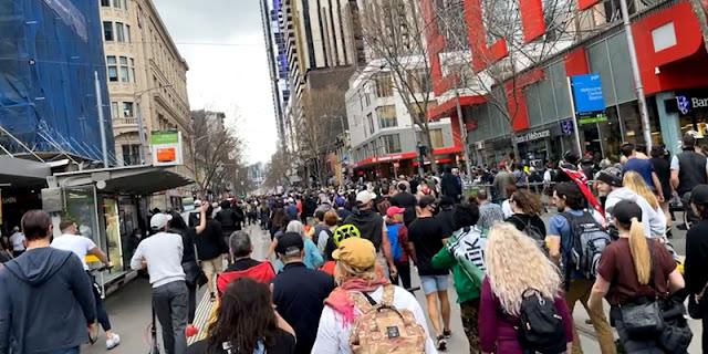 Dua kota Besar Australia Dikepung Ribuan Massa Anti-Lockdown, Polisi Semprot Pendemo dengan Merica