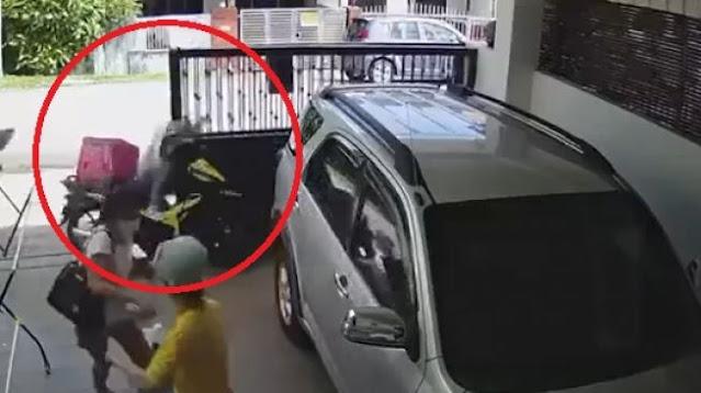 Viral Emak-Emak Naik Motor Tabrak Pagar Rumah Orang, Panik Dikejar Anjing