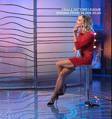 Francesca Fialdini gambe vestito rosso da noi a ruota libera 10 ottobre
