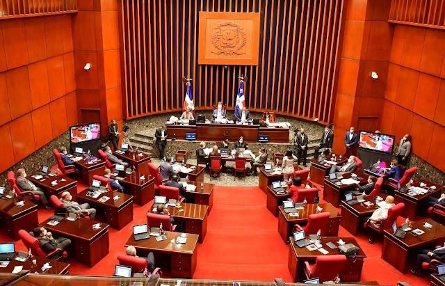 Senadores aprueban en primera lectura iniciativa que elimina exenciones y privilegios