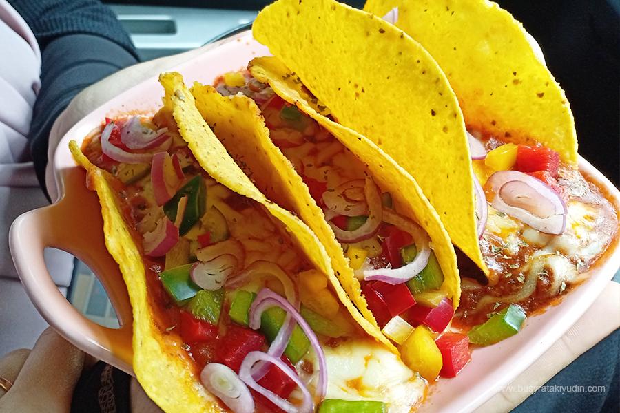 Curry Buttermilk Chicken Rice, Spaghetti Aglio Olio Seafood, Fried Rice Chicken Chop, Mexicano Beef Tacos, Aorora Cafe Alor Setar, jjcm alor setar,