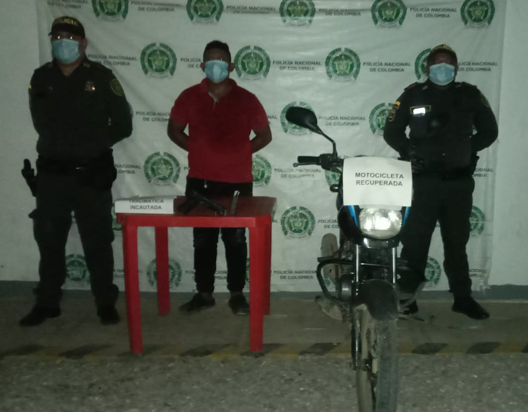 https://www.notasrosas.com/Policía Guajira lo captura en la vía Uribia - Manaure, por hurtar una motocicleta
