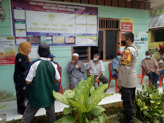 Personil Polsek Anggeraja Polres Enrekang Patroli Ke Kantor Desa Singki Sekaligus Beri Himbauan
