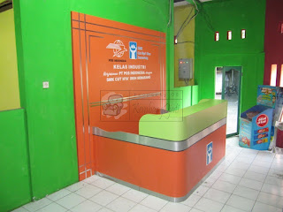 Front Desk & Backdrop Dinding Ruang Lobby Sekolah SMK + Furniture Semarang