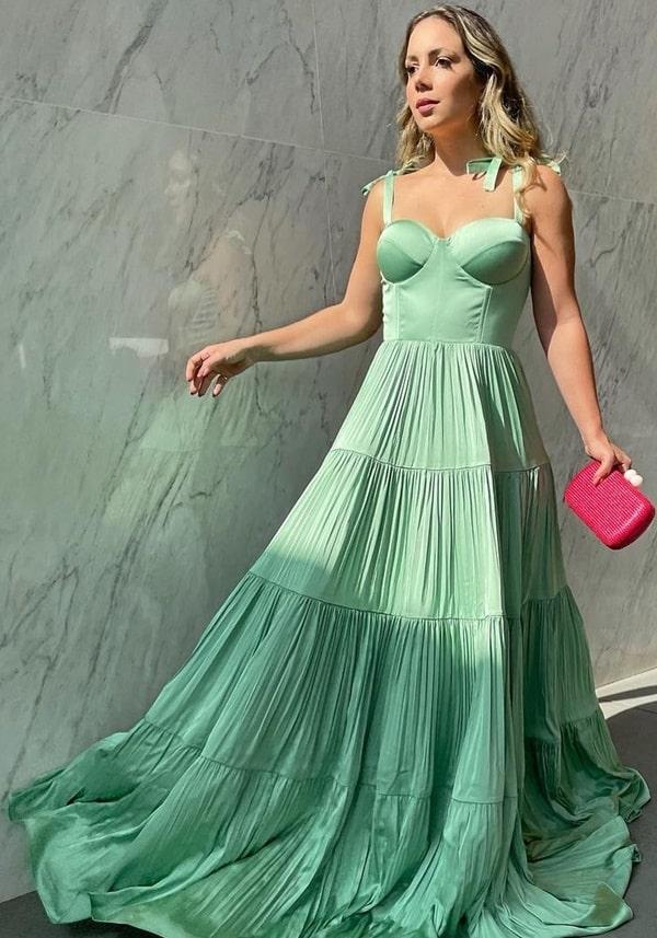 vestido longo verde menta para madrinha de casamento ao ar livre