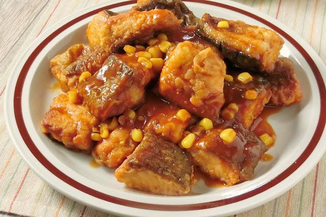 し味が食欲を刺激!秋鮭のケチャップ炒め