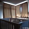 カーテンを閉めてもベビーモニターに暗視機能が働かないくらい明るい実家の部屋