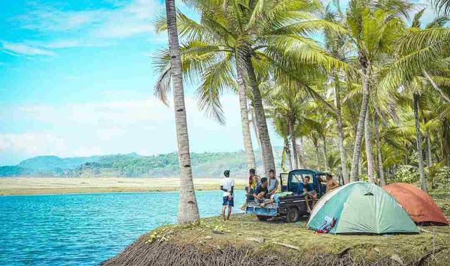Pantai Soge Pacitan: Lokasi, Rute, dan Harga Tiket