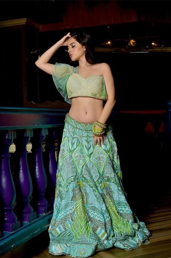 Urfi Javed looks stunning hot in this low waist lehanga flaunting her sexy midriff.