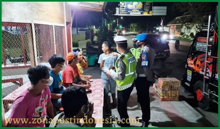 Asyik Nongkrong Tak Pakai Masker, Para Pemuda Didatangi Polisi
