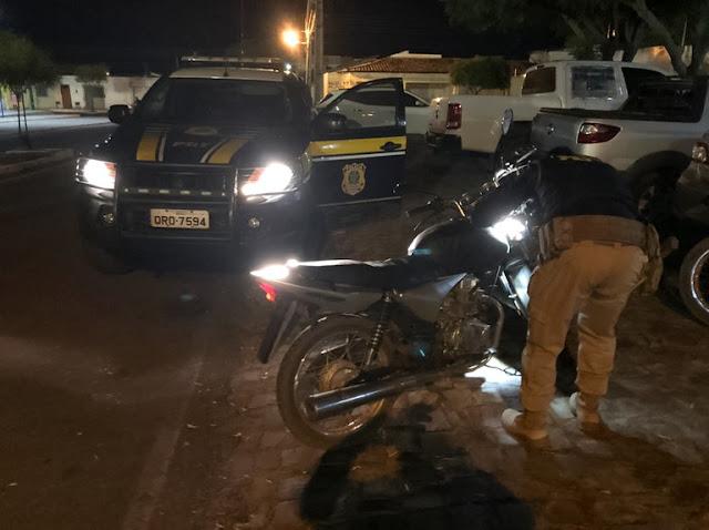 Moto roubada há 13 anos em SP é recuperada em Oeiras pela PRF