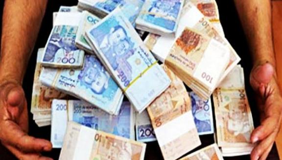 مستخدم بنكي يختلس مبلغ 100 مليون سنتيم ويتوارى عن الأنظار