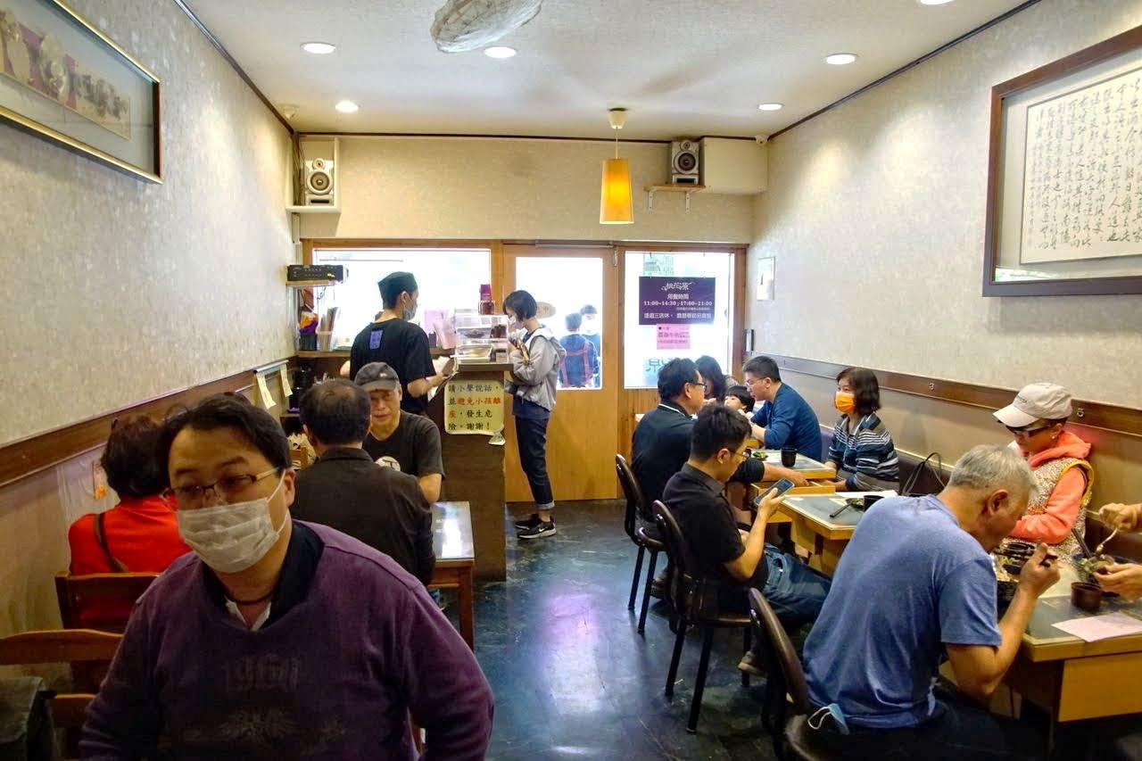 [台南][中西區] 桃花源牛肉麵館 進學國小對面清燉湯底人氣牛肉麵 食記
