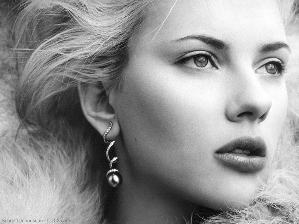 Scarlett Johansson Side Look